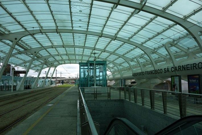 METRO DO PORTO - AEROPORTO - Uma das principais entradas, para turistas, na cidade.