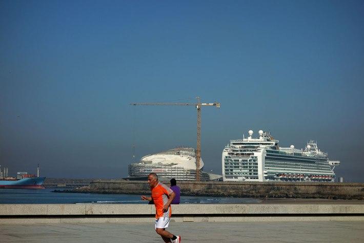 Terminal de Cruzeiros + navio AZURA