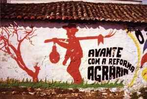 20-pintura-mural-alusiva-a-reforma-agraria-no-alentejo-em-1975