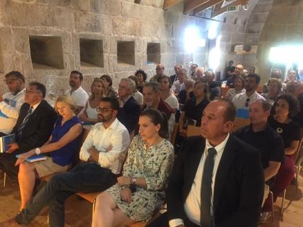 Asistentes al Seminario. En primer término a la izquierda, alcalde de Alcáantara; tercero, alcalde de Olivenza.