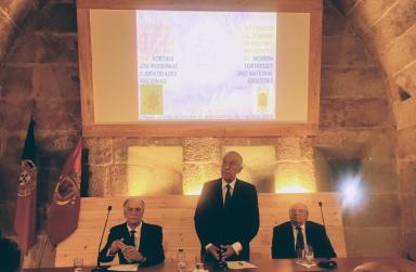 Clausura por el Presidente de la República. A su derecha, Presidente de la Câmara Municipal; a la izquierda, arquitecto-consultor.