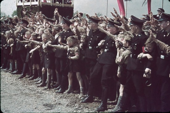 como o fascismo faz de nós imbecis